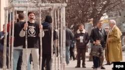Pripadnici 'Otpora', protest u Beogradu 2000. godine