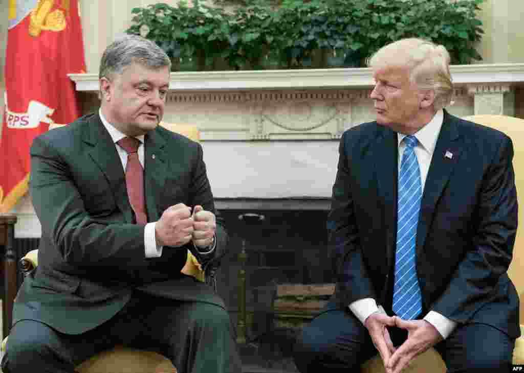 Президент України Петро Порошенко і президент США Дональд Трамп (праворуч) під час зустрічі у Вашингтоні, 20 червня 2017 року