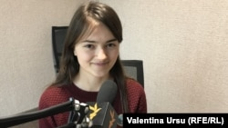 Ioana Vătămanu-Mărgineanu în studioul Europei Libere la Chișinău