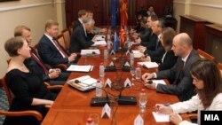 Средба на претседателот на Собранието на Македонија Трајко Вељановски со еврокомесарот за проширување Штефан Филе.