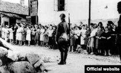Un soldat german în ghetto-ul creat la Chișinău în 1941