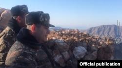 Начальник Генштаба ВС Армении Артак Давтян посещает пограничную воинскую часть (архив)