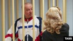 Сергей Скрипал Москва аймактык сотунда адвокаты менен. 10-август, 2006-жыл.