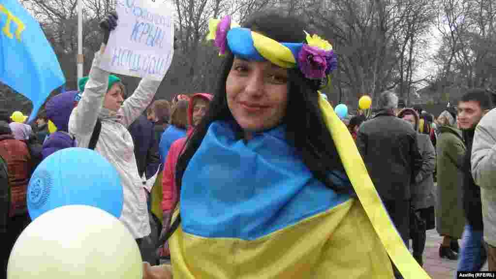 Кырымтатар кызы украин киемендә митингта катнаша