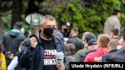 Блогер Сяргей Ціханоўскі на адным зь перадвыбарчых пікетаў