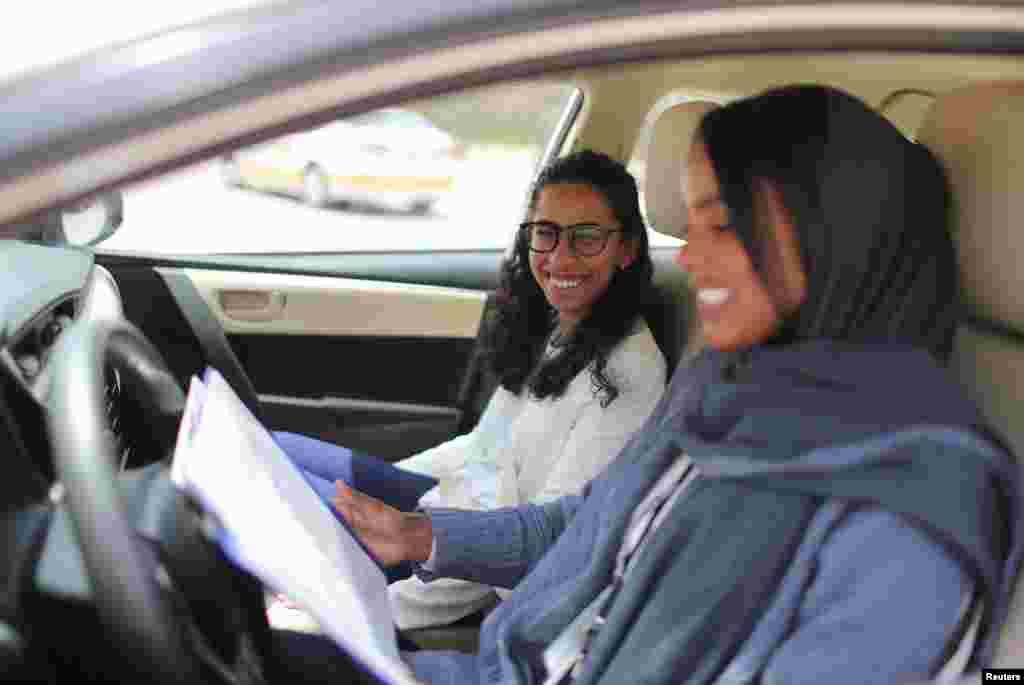 Урок по вождению автомобиля.