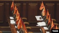 ریيس جمهوری اوکراين، روز دوشنبه، طی فرمانی پارلمان اين کشور را منحل و دستور انتخابات پيش از موعد را صادر کرده است.