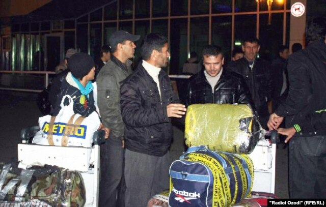 Twelve Tajik migrants arrived in Dushanbe after being deported from Moscow on November 13.