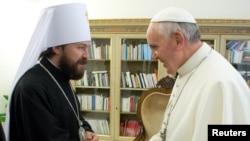 Папа римский Франциск встречается с главой Отдела внешних церковных связей РПЦ митрополитом Иларионом Алфеевым