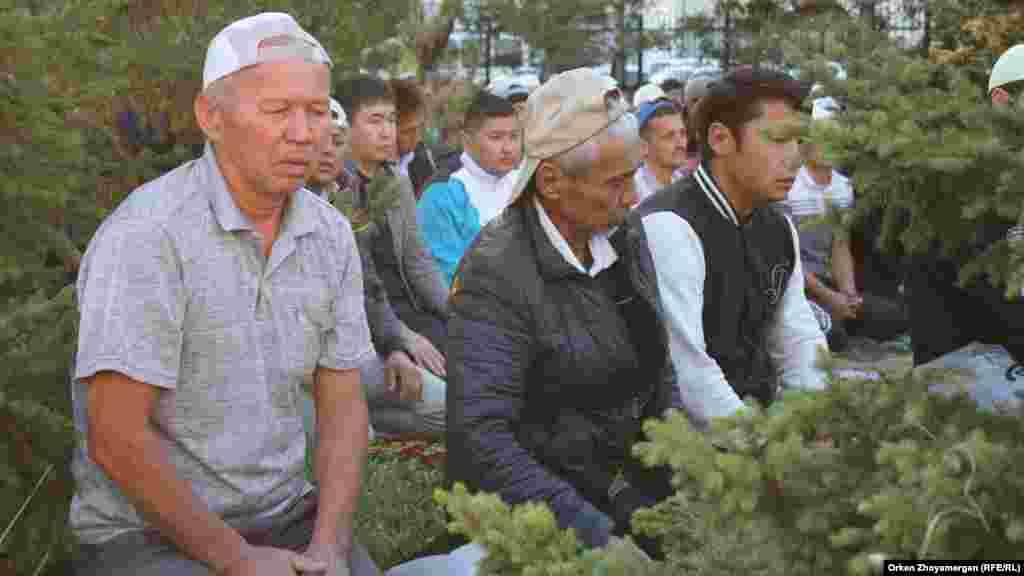 Астана қаласы Ғылмани мешітіндегі айт намазын оқушылар. Астана, 1 қыркүйек 2017 жыл.