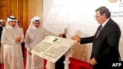 عبدالله بن ناصر با خلیفه رئیس وزرای قطر(چپ) پاتریک پویان مدیر توتال و سعد شریده الکعبی، مدیر شرکت قطر پترولیوم