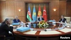 Участники саммита Совета сотрудничества тюркоязычных стран. Бишкек, 23 августа 2012 года.