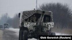 Военный автомобиль неподалеку от Авдеевки, Донецкая область. 2 февраля 2017 года.
