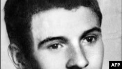 Jan Palach, izvršio je samoubistvo spaljivanjem u centru Praga, 1969.