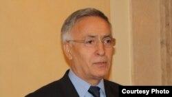 Fotografi arkivi e kryetarit të Parlamentit të Kosovës, Jakup Krasniqi
