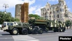 Bakıda hərbi paradda S300 havadan müdafiə qurğusu nümayiş etdirilir. 26 iyun 2011