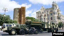 Azerbaijan - An S-300 air-defense system demonstrated during a military parade in Baku, 26Jun2011.