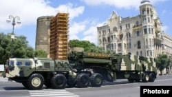 An S-300 air-defense system demonstrated during a military parade in Baku, 26 June 2011.