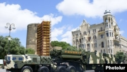 نمایی از موشک های پدافندی اس سیصد که جمهوری آذربایجان در اختیار دارد