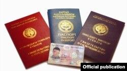 Кыргызские паспорта и удостоверение личности. 1 февраля 2015 года.