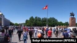 """""""#Reакция 3.0"""" акциясынын катышуучулары Ала-Тоо аянтында. Бишкек. 29-июнь, 2020-жыл."""
