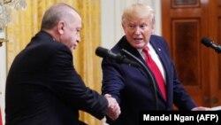 ԱՄՆ նախագահ Դոնալդ Թրամփը և Թուրքիայի նախագահ Ռեջեփ Էրդողանը Սպիտակ տանը համատեղ ասուլիսի ժամանակ, 13-ը նոյեմբերի, 2019թ․