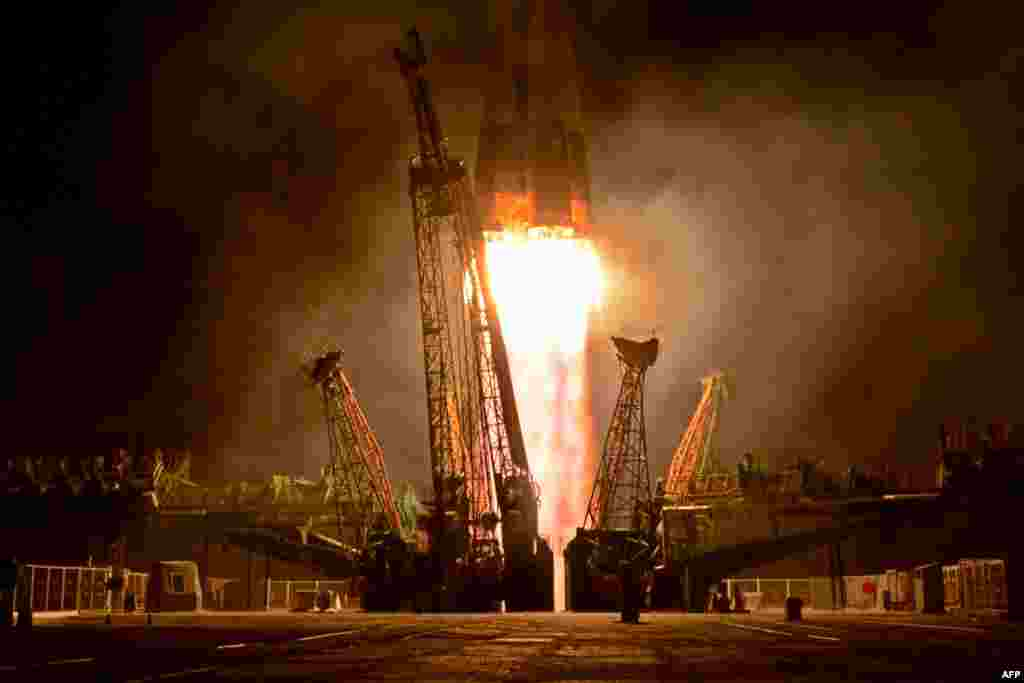 Russia's Soyuz TMA-09M spacecraft blasts off from the Russian-leased Baikonur Cosmodrome in Kazakhstan early on May 29. The capsule -- carrying a Russian, American, and an Italian -- docked a short time later with the International Space Station. (AFP/Kirill Kudryavtsev)