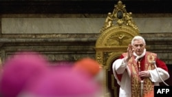 پاپ در مراسم تبرک کاردینالها پیش از کریسمس در واتیکان (عکس: AFP)