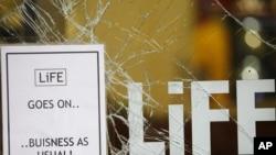 """Mbishkrimi """"Jeta vazhdon"""" në njërin nga dyqanet e sulmuara në Mançester"""