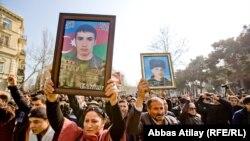 Фотогалерея с акции протеста под лозунгом «Нет – солдатским смертям!»