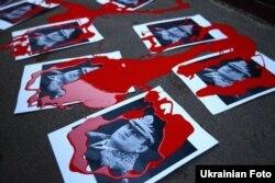 Близько 100 людей пікетували передбачуваний заміський будинок Захарченка в Київській області, 27 грудня 2013 року