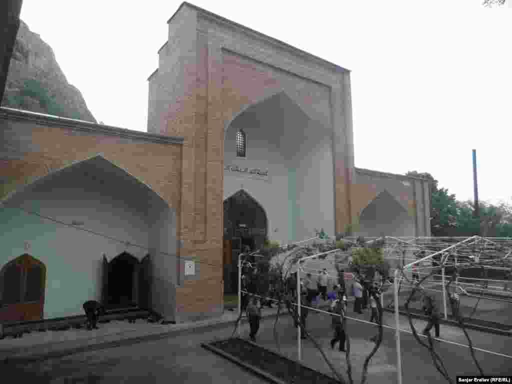 Кыргызстан. Старинная мечеть в Оше.