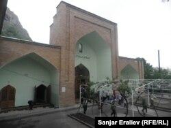 Ош шаарындагы эски мечит. 26.4.2012.