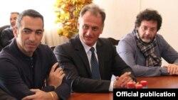 Армения - Юрий Джоркаефф (слева), Ереван, 1 октября 2015 г.