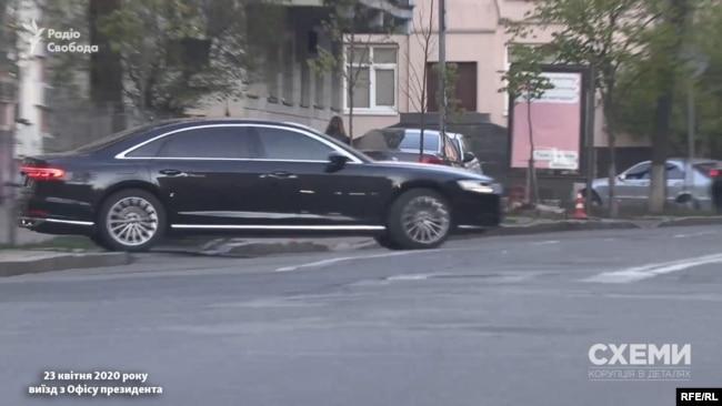 «Схеми» зафіксували, як ця ж Audi виїжджала з Офісу президента 23 квітня