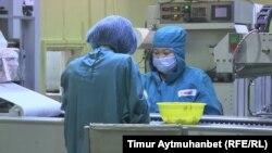 «Ромат» компаниясы қызметкерлері жұмыс кезінде. Павлодар, 2016 жыл.