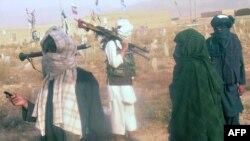 آرشیف، شماری از اعضای طالبان در میدان وردک