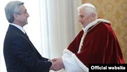 Папа Римский Бенедикт XVI принимает президента Армении Сержа Саргсяна, Ватикан, 12 декабря 2011 г.
