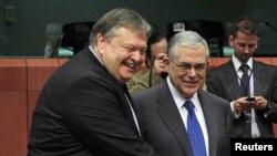Министр финансов Греции Евангелос Венизелос (слева) в Брюсселе, 20 февраля 2012 г.
