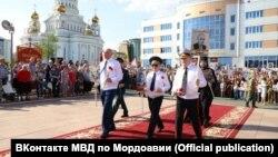 Глава МВД Мордовии с портретом Кудашкина