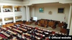 «Батоно Коба, можете продолжить свою деятельность», - сказал спикер парламента Давид Бакрадзе после того, как правящая партия 79 голосами против 11 провалила вопрос о соответствии министра Субелиани своей должности