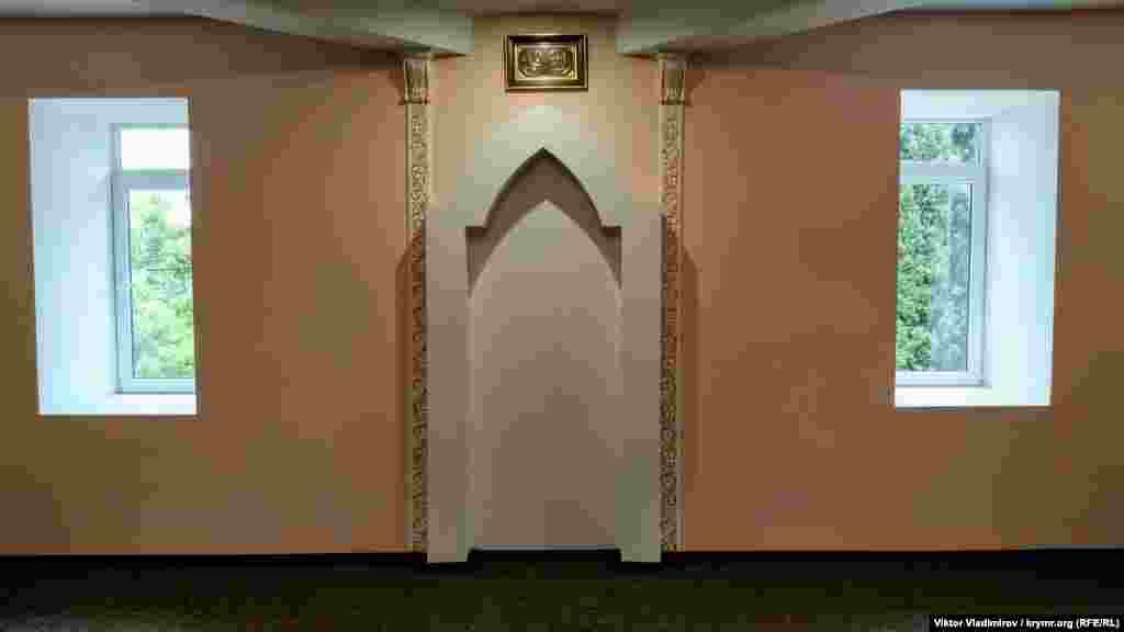 Mihrap – imamnıñ yeri. Namaz vaqtında imam ögde turmaq kerek