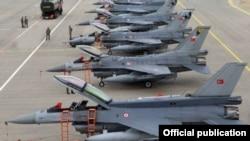 Түркия әскери-әуе күштерінің F-15 жойғыш ұшақтары. (Көрнекі сурет).