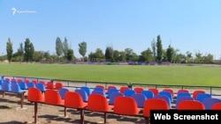 Пластикові сидіння на стадіоні в Бериславі, де грає «Таврія»