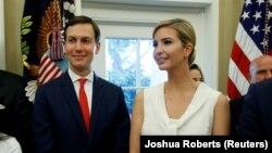 Джаред Кушнер и Иванка Трамп в Белом доме, 31 июля 2017 года
