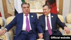 Президент Таджикистана Эмомали Рахмон и президент Узбекистана Шавкат Мирзияев на саммите в Эр-Рияде, 21 мая 2017 года.