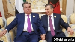 Tajik President Emomali Rahmon (left) met previously with his Uzbek counterpart Shavkat Mirziyoev in Saudi Arabia in May 2017.
