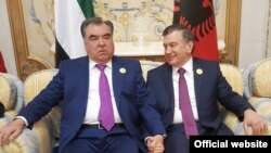 Президент Таджикистана Эмомали Рахмон и президент Узбекистана Шавкат Мирзияев на саммите в Эр-Рияде. 21 мая 2017 года.