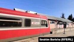 Tren nga Serbia duke operuar në veri të Kosovës.