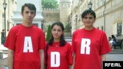 Gənclər İstiqlaliyyət abidəsinin önündə, 28 may 2009